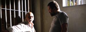Max é preso e se dá mal com companheiro de cela (Araguaia/TV Globo)