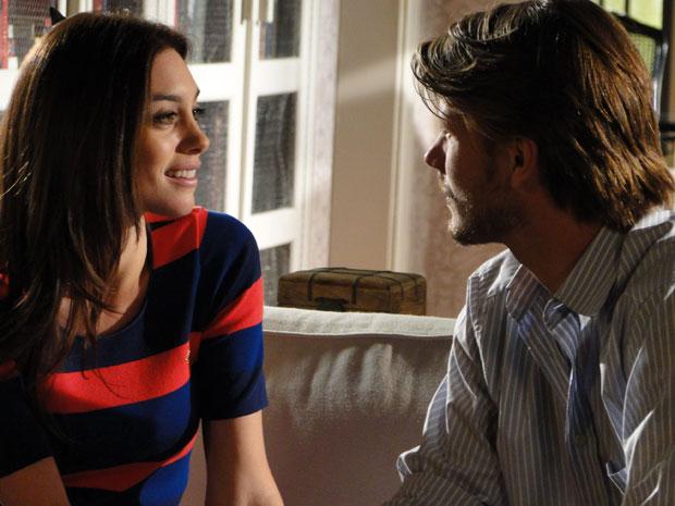Lara fica animada com o convite de Fernando