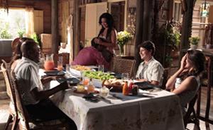 Janaína conta que está grávida de Fred. 'Logo terá mais um nesta mesa' (Araguaia/TV Globo)