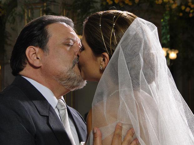 Lavínia e Oséas se casam