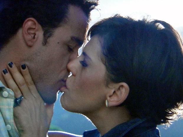 Apaixonado, Josué beija Virgínia