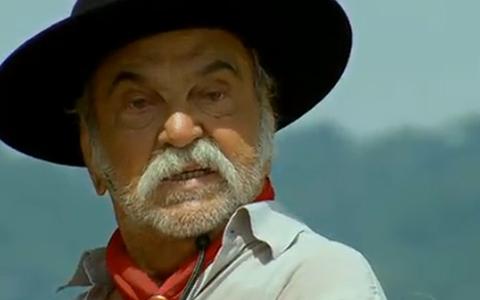Max tenta acabar com Gabriel, mas cai de penhasco e morre (Araguaia/TV Globo)