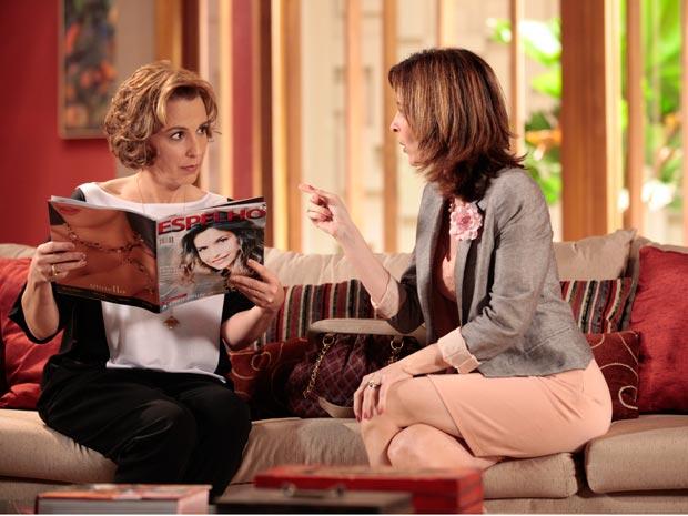 """Eunice dá a má notícia a Clarice: Cortez saiu na revista """"Espelho"""" ao lado de Natalie"""