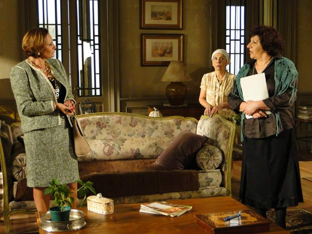 Salomé (Jandira Martini) passa a perna em Minerva (Elizabeth Savalla) e fecha acordo com a primeira-dama