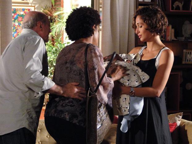 Os pais de Carol se despedem dela e de Antônio. 'Nós gostamos muito dele', diz Vilma, mãe de Carol, sobre André