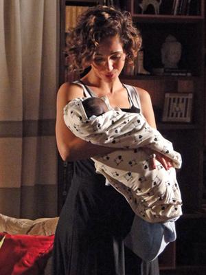 Carol e Antônio em momento mãe e filho
