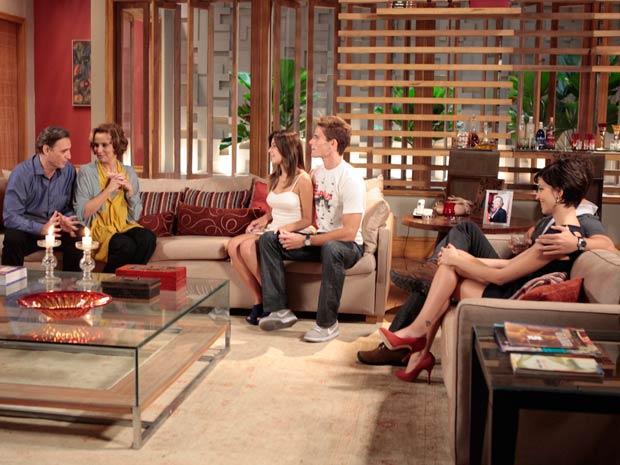 Em um agradável jantar, Clarice e Horácio Cortez conhecem Eduardo e Cecília, as paixões de Paula e Rafa