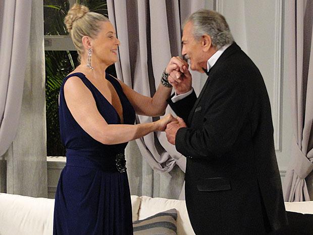 Teodoro se anima ao encontrar Gisela