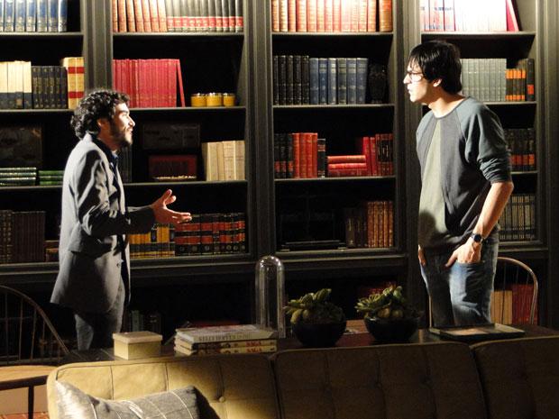 Leandro pede para levar Naomi em casamento e Ícaro pensa em demitir o jardineiro