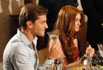 Durante jantar, Guilherme mente sobre sua família