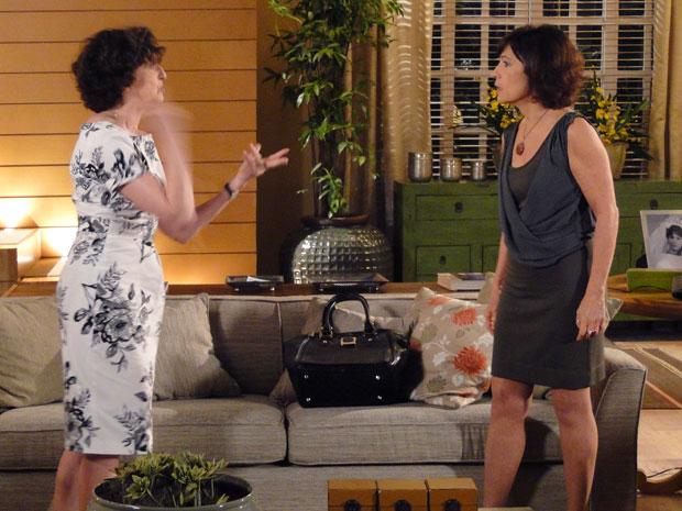 Wanda descobre que Tia Neném a enganou e dá um tapa na cara dela