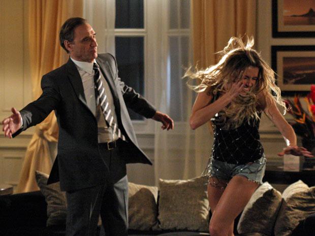Por causa de um vídeo mostrando noite de amor entre os dois, Cortez dá um tapa em Natalie e a humilha