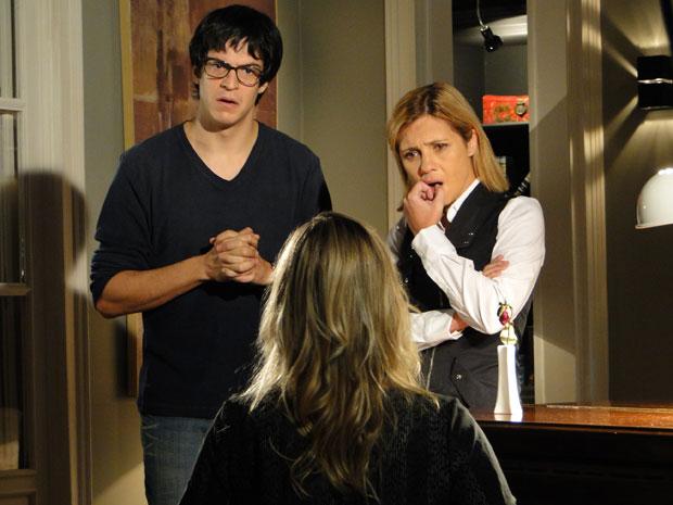 Ícaro e Júlia ficam surpresos com as palavras de Naomi