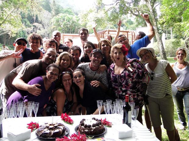 Cissa Guimarães e Flávia Garrafa comemoram o aniversário com a equipe de Morde & Assopra