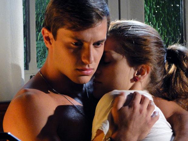 Guilherme chora no colo de Márcia