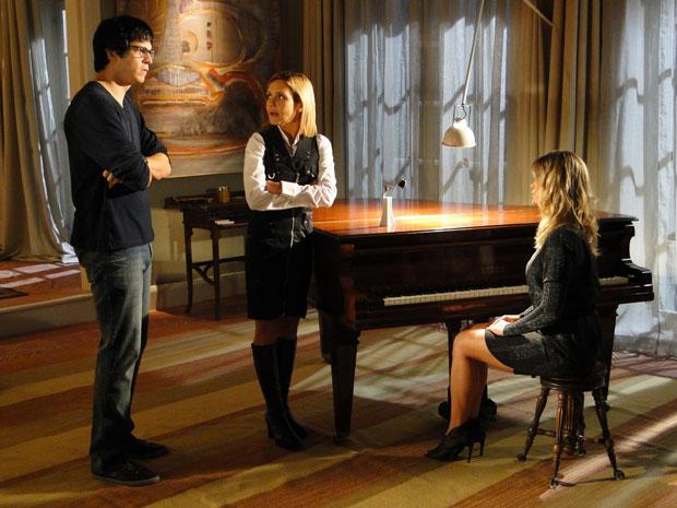 Naomi conta que sente falta de Leandro, Ícaro fica devastado
