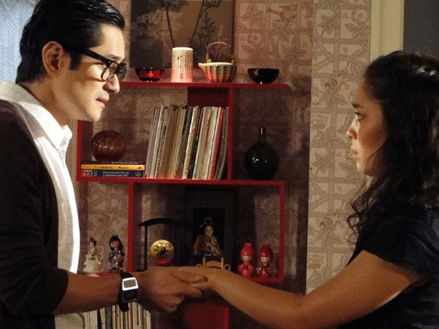 Akira promete a Keiko que tratar Kimmy como se fosse uma filha