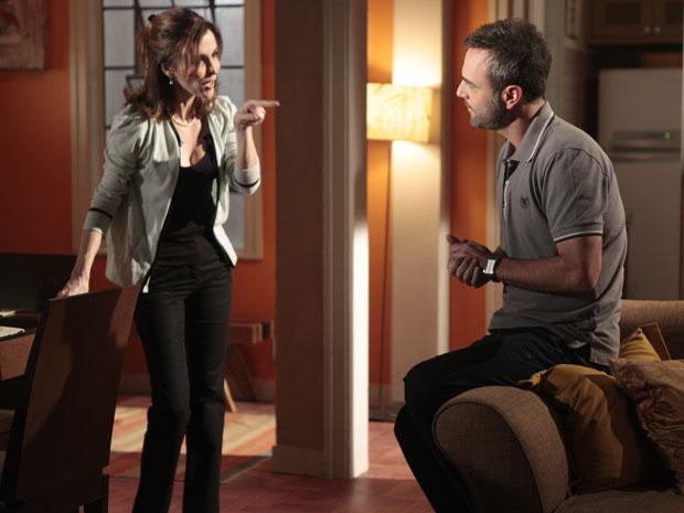 Eunice convence Júlio a investir com Cortez