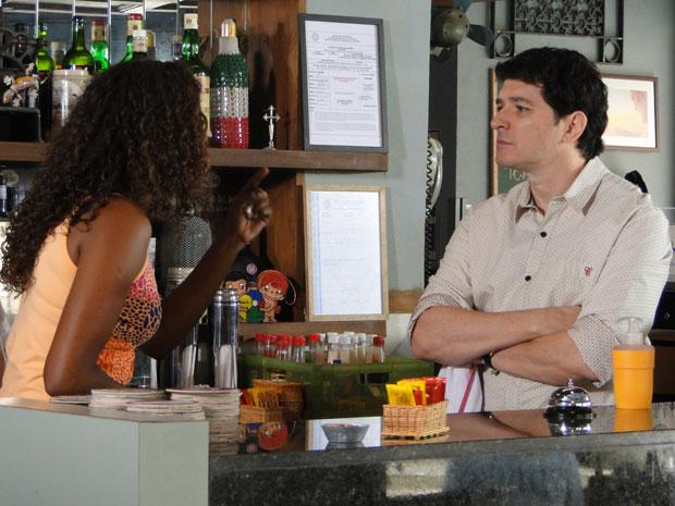 Fabíola cresce para cima de Gabino e pede demissão do bar