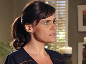 Marisa se assusta ao descobrir verdade sobre Pedro