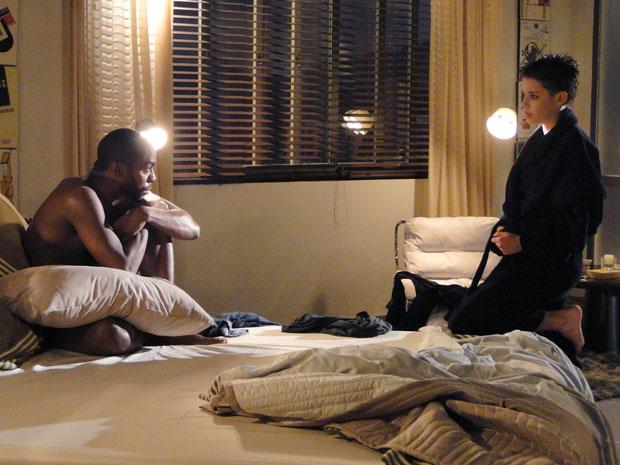 Leila está envolvida, mas André a manda ir embora