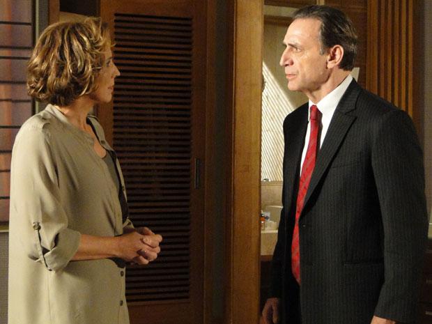 Clarice e Cortez discutem e ela diz que não quer ser mais humilhada