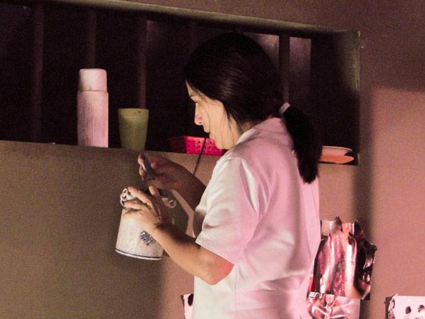 Norma encontra a chave do tesouro escondida na cela de Araci