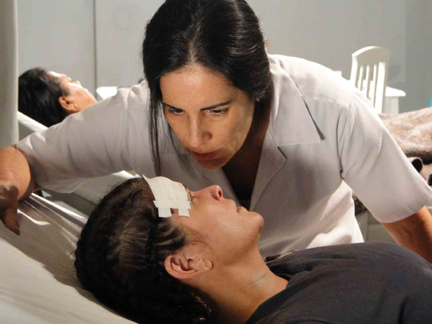 Norma dopa Araci para arrancar segredo, antes de matá-la