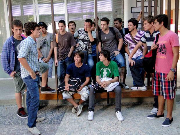 Lúcio reúne time de futebol e conta sobre Theo