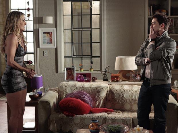 Roni pede compostura, mas Natalie o ignora e faz planos ao saber da morte de Clarice, ex-mulher de Cortez