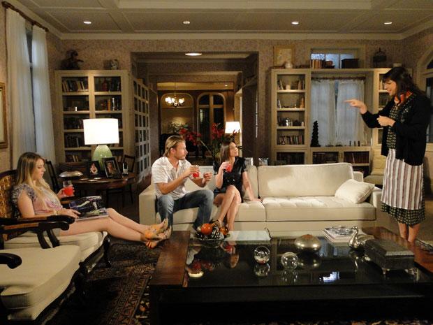 Elaine/Élcio sugere que Inês vá ao encontro de Fernando e Lara