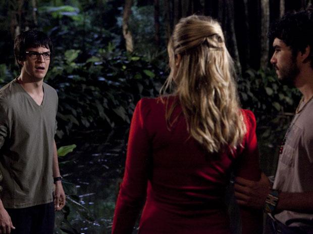 Ícaro perde a cabeça e discute com Leandro e Naomi