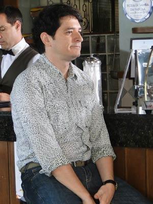 Apaixonado, Gabino fica triste sem conseguir sair com a funcionária