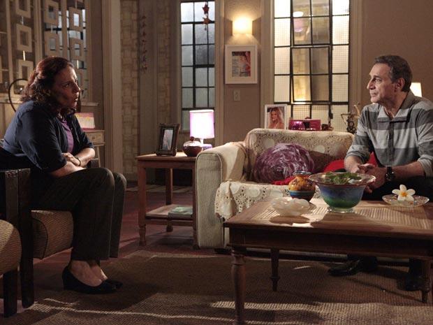 Haidê já viu Natalie chorando por Cortez, não quer ver de novo...