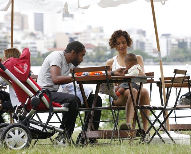 Camila Pitanga e Lázaro Ramos gravam na Lagoa Rodrigo de Freitas, no Rio