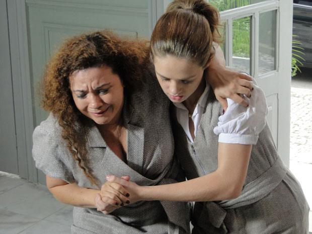 Márcia ampara Anecy após ela voltar do sequestro