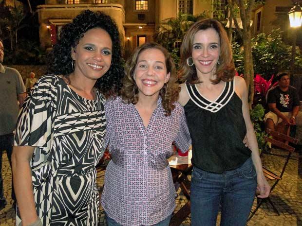 Teresa Cristina, Isabela Garcia e Deborah Evelyn no intervalo das gravações