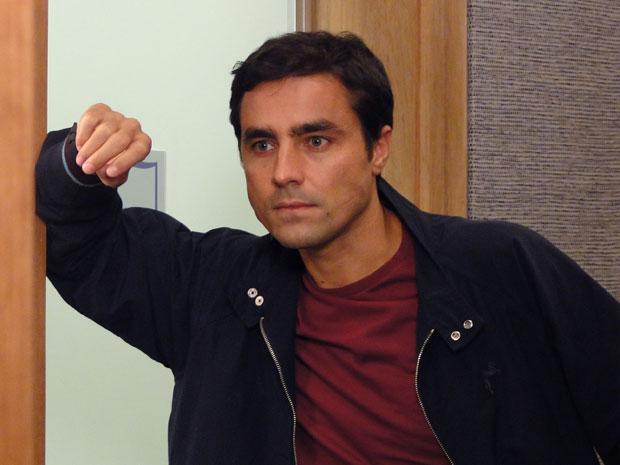 Henrique desconfia de Léo e resolve ir até a casa de Wanda para tentar encontrar o malandro