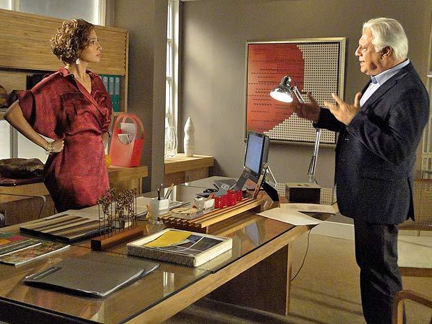 Carol acha que Raul passou por cima da autoridade dela
