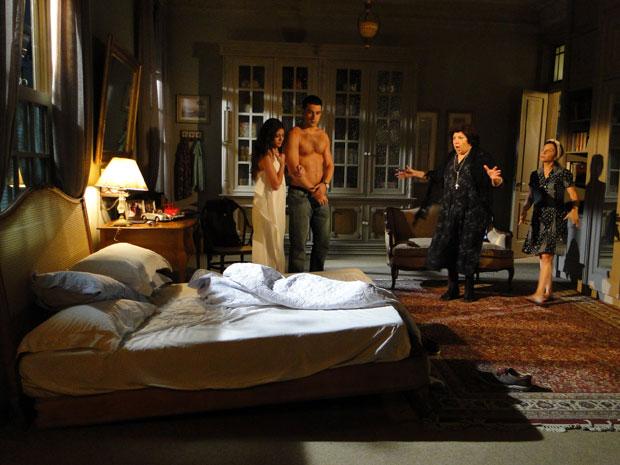 Salomé repreende Natália e Marcos depois que cama desaba