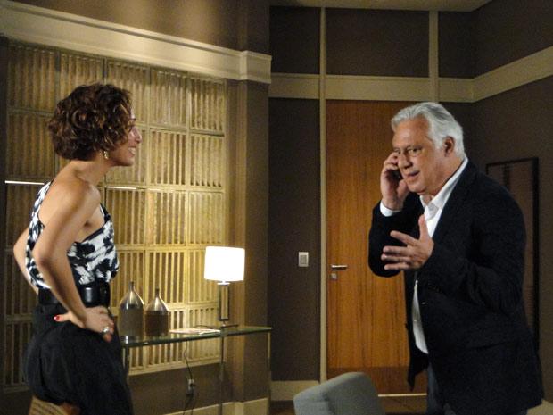 Raul recebe a ligação que esperavam