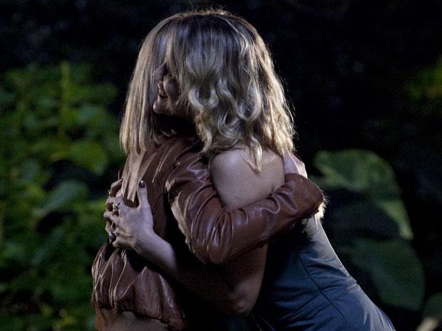 Naomi fica feliz com o apoio de Júlia