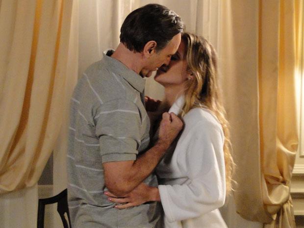 Natalie beija Cortez