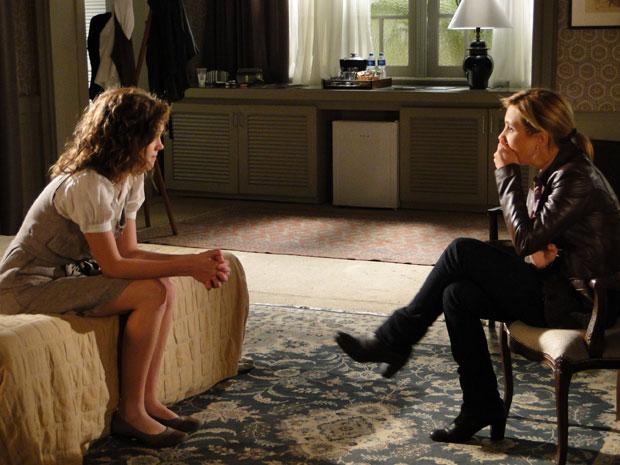 Márcia deixa Júlia surpresa com a revelação sobre a gravidez