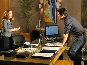 Beto pede ajuda a Daisy, sua secretária