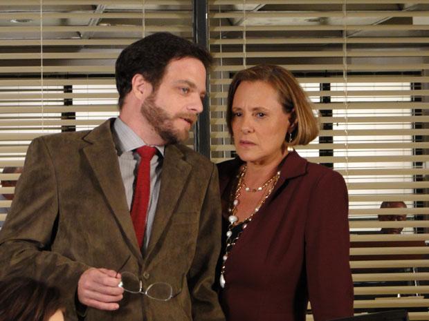 John e Minerva se aliam para tirar Júlia da pesquisa