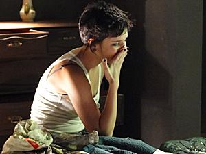 Leila chora após ser assaltada