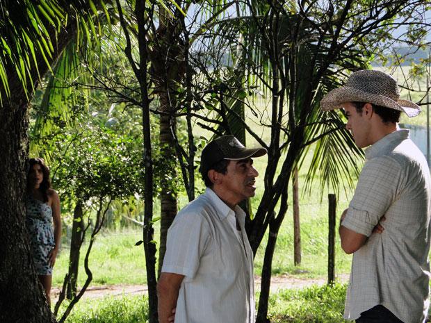 Celeste escuta a conversa de Nivaldo com Josué