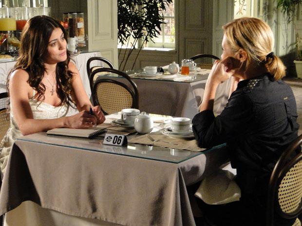 Júlia dá a receita para Natália acabar com as provocações de Salomé