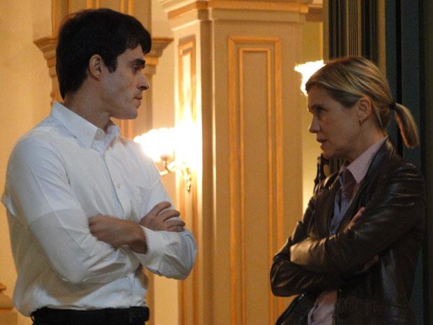 Padre Francisco e Júlia conversam sobre Melissa